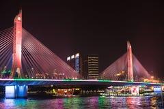Most i łódź na perełkowej rzece obraz stock