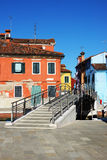 Most i colourful domy w Burano. Obraz Royalty Free