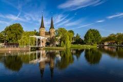 Most jest częścią 1514 Oospoort i używać zamykać bramę Holandie Kanałowe Zdjęcie Stock