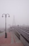 Most na mgłowym dniu Obrazy Stock