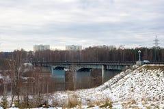 Most na miasta tle Zdjęcia Royalty Free