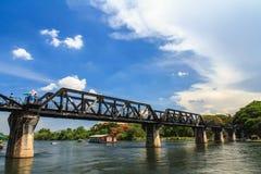 Most na rzecznym kwai, Kanchanaburi, Tajlandia. Obrazy Royalty Free
