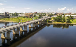 Most na Velokaya rzece w Pskov mieście Obrazy Royalty Free