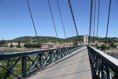 Most nad Ardèche rzeką przy miasto świętym Martin, Francja fotografia stock