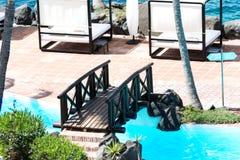 most nad basenu dopłynięciem obrazy stock