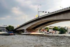 Most nad Chao Phraya rzeką, Bangkok, Tajlandia Zdjęcia Stock