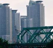 most nad linii kolejowej rzeką Obraz Stock