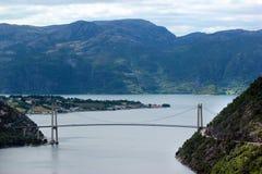 Most nad Lysefjord, blisko Forsand wioski, Rogaland okręg administracyjny, Norwegia Zdjęcie Royalty Free