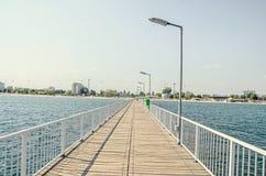 Most nad morzem, nadbrzeżem i nadmorski z błękitne wody Czarnymi, Zdjęcie Royalty Free
