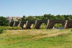 Most nad rzecznym Tyne przy Corbridge w lecie Zdjęcia Royalty Free