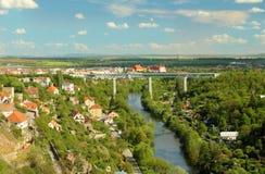 Most nad rzeka krajobrazem Obrazy Royalty Free