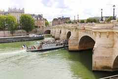 Most nad wonton rzeką, Paryż Zdjęcie Royalty Free