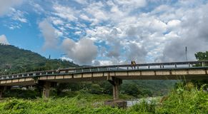 Most przy Kiriwong Tajlandia obraz royalty free