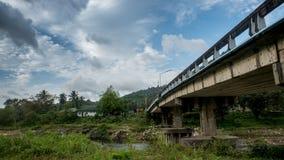 Most przy Kiriwong Tajlandia obrazy stock