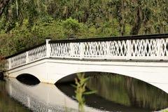 Most przy Magnoliową plantacją w Charleston, SC Fotografia Stock