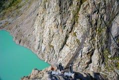 Most rozciąga się jezioro, Triftsee, Szwajcaria obraz royalty free