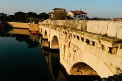 Most Tiberius i Marecchia rzeka w Rimini Augusto i Tiberio most obraz stock
