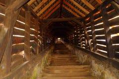 Most w średniowiecznym mieście Sighisoara zdjęcia stock