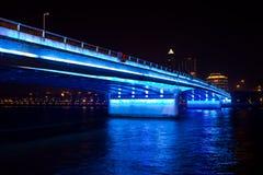 Most w błękitny światłach Fotografia Royalty Free