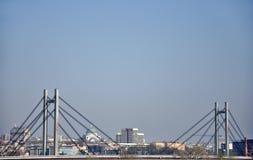 Most w dużym mieście Belgrade zdjęcia royalty free