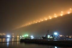 Most w mgle nad zatoką, zdjęcie stock