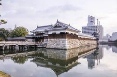 Most wejście przy Hiroshima kasztelem z ścianą ochraniać obraz stock