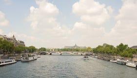 Most zgoda żegluje statek z turystami Zdjęcie Royalty Free