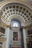 """Mosta, †di Malta """"28 gennaio 2016 Baia della navata della cupola di Mosta con l'altare laterale Fotografia Stock Libera da Diritti"""