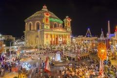 MOSTA, ΜΆΛΤΑ - 15 ΑΥΓΟΎΣΤΟΥ 2016: Φεστιβάλ Mosta τη νύχτα με το FA Στοκ Φωτογραφία