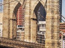 Mosta Brooklyńskiego wierza z usa flaga Zdjęcia Royalty Free