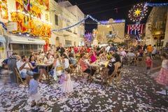 MOSTA MALTA - 15 AUGUSTI 2016: Den Mosta festivalen på natten med att fira maltese folk Arkivfoton