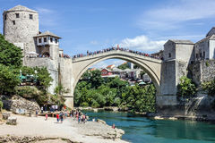 mostar παλαιός γεφυρών η χορήγηση του συνδετήρα της Βοσνίας περιοχών περιοχής που χρωματίστηκε η Ερζεγοβίνη περιλαμβάνει σημαντικ στοκ φωτογραφία με δικαίωμα ελεύθερης χρήσης
