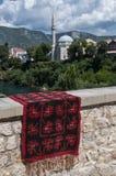 Mostar, alfombra, horizonte, Koski Mehmed Pasha Mosque, alminar, Bosnia y Herzegovina, Europa, Islam, religión, lugar de culto foto de archivo libre de regalías