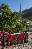 Mostar, alfombra, horizonte, mezquita, alminar, simbólico, Bosnia y Herzegovina, Europa, Islam, religión, lugar de culto imagen de archivo libre de regalías