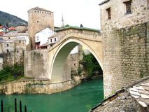 Mostar - alte Brücke von einem anderen Winkel Lizenzfreies Stockfoto