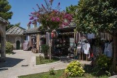 Mostar, bazar, mercado, compras, Koski Mehmed Pasha Mosque, Bosnia y Herzegovina, Europa, Islam, religión, lugar de culto fotografía de archivo libre de regalías