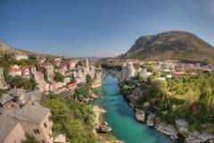 Mostar: beide Seiten des Flusses Lizenzfreie Stockfotografie