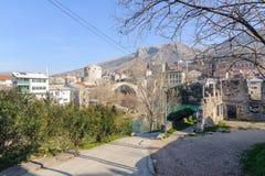 MOSTAR BOSNIEN - JANUARI 26, 2018: Stari mest gammal bro är en byggd om för århundradeottoman för th 16 bro i staden av Mostar in Royaltyfri Foto