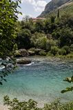 Mostar Bosnien och Hercegovina, Europa, gammal stad, Neretva, flod som rafting, natur, gräsplan, horisont, sport som är utomhus- fotografering för bildbyråer