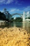 Mostar con el puente famoso, Bosnia   Imagen de archivo