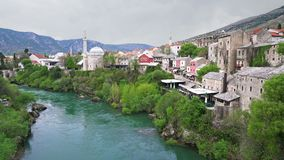 Mostar e fiume di Neretva in Bosnia-Erzegovina stock footage