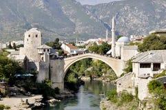 Mostar - gammal bro Arkivfoton