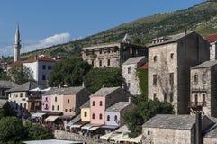 Mostar, horizonte, río, Neretva, mezquita, alminar, Bosnia y Herzegovina, Europa, Islam, religión, lugar de culto fotografía de archivo