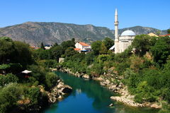 Mostar, moschea di pasa di Mehmed, fiume di Neretva, Bosnia-Erzegovina Fotografia Stock Libera da Diritti