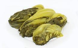 A mostarda conservada esverdeia - o alimento saudável vegetal imagens de stock