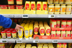 Mostarda no supermercado Fotografia de Stock Royalty Free
