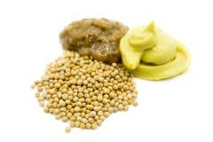 Mostaza y semillas de mostaza aisladas en el fondo blanco fotos de archivo libres de regalías