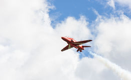 Mostra aerobatic de RAF Red Arrows em Tallinn, Estônia Foto de Stock