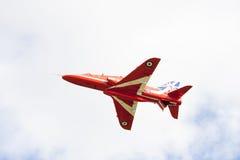 Mostra aerobatic do voo da seta vermelha em Tallinn, Estônia Imagens de Stock Royalty Free
