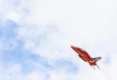 Mostra aerobatic do voo da seta vermelha em Tallinn, Estônia Imagens de Stock